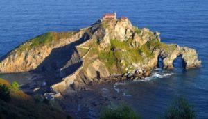 241 Stufen, Felsen, Meer und Wind