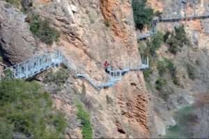 Wandern über den Fluss Vero: die Alquézar-Stege
